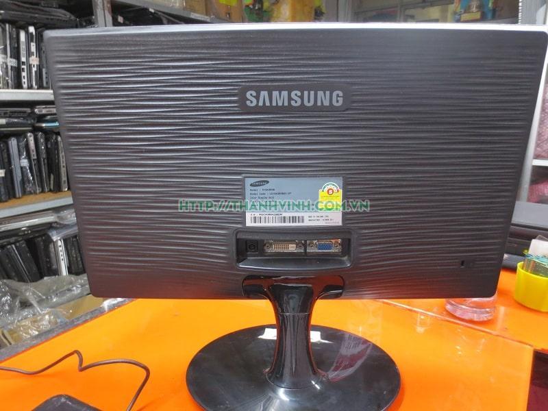 Màn hình máy tính cũ SAMSUNG Sync Master S19A300B500 bị xước 1 vệt 18.5''inch độ phân giải 1366 x 768 pixel.(đã bán)